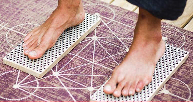 Доска Садху с гвоздями для йоги — инструкция для начинающих, польза и вред